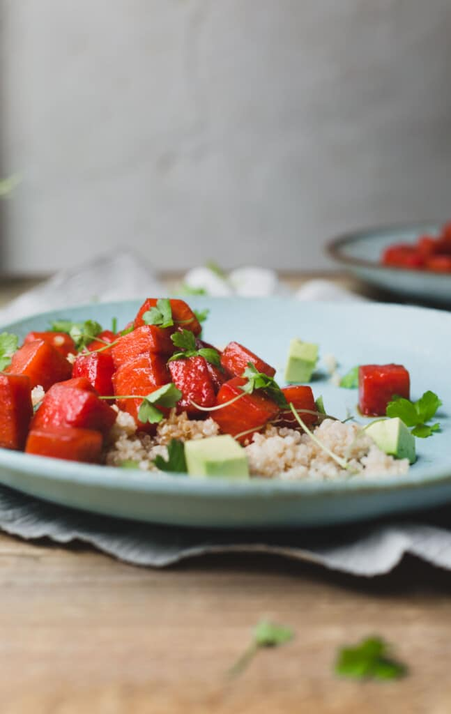 This vegan sesame miso watermelon poke is an effortless combination of sweet watermelon and umami loaded sesame and miso | vegan poke