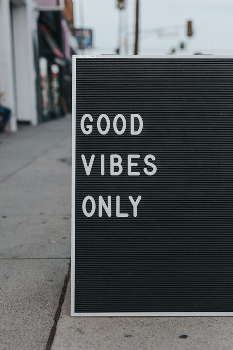 """A sign on the side of the street saying \""""Good Vibes Only\"""""""