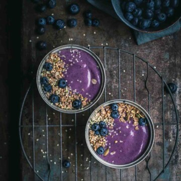Blueberry smoothie in bowls