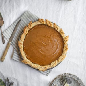 Overhead image of a pie sitting on a table.